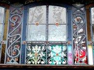 Jugendstilfenster auf dem Weingut Lopez