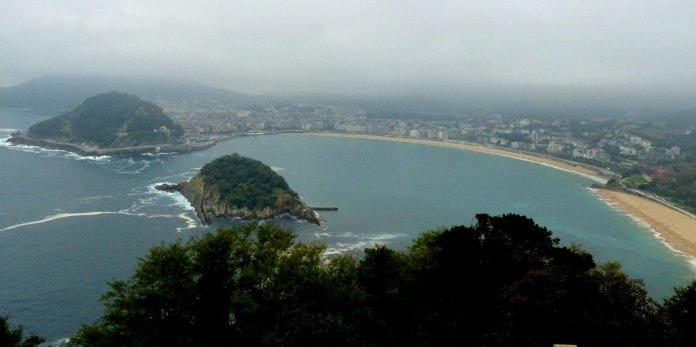 Blick vom Monte Igeldo auf die Badebuchten von San Sebatian