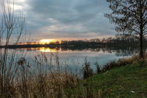 In diesem Baggersee zwischen Wadersloh und Liesborn wurde die Person gefunden.