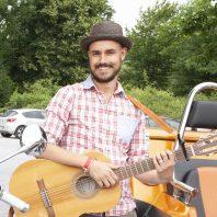 Straßenmusiker aus Rheda-Wiedenbrück mit großem Herz: Dennis Schöne
