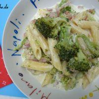 Nudeln in Käse-Sahne-Soße mit Brokkoli und Schinken