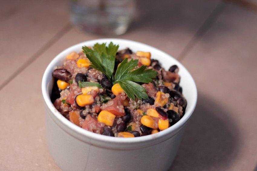 Na Cozinha – Quinoa Mexicana Vegan [Alecrim aos Molhos]