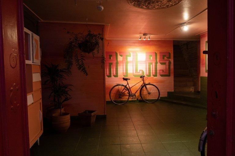 À mesa – Atlas Hostel [Leiria]