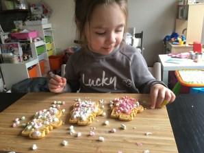trots op koekjes versieren
