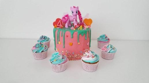 my little pony dripcake met regenboog cupcakes