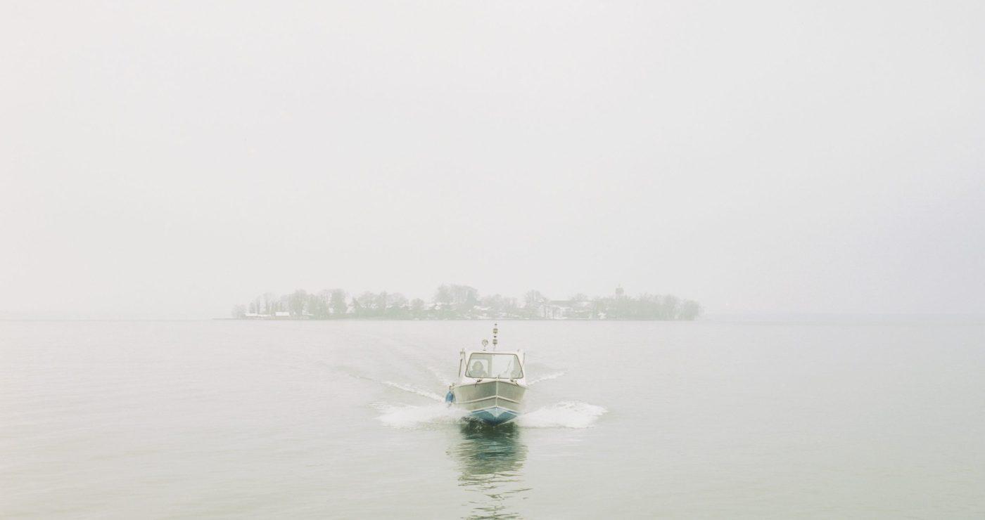 Chiemsee im Nebel