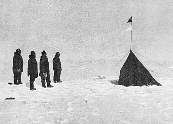 350px-amundsen_expedition_at_south_pole-1