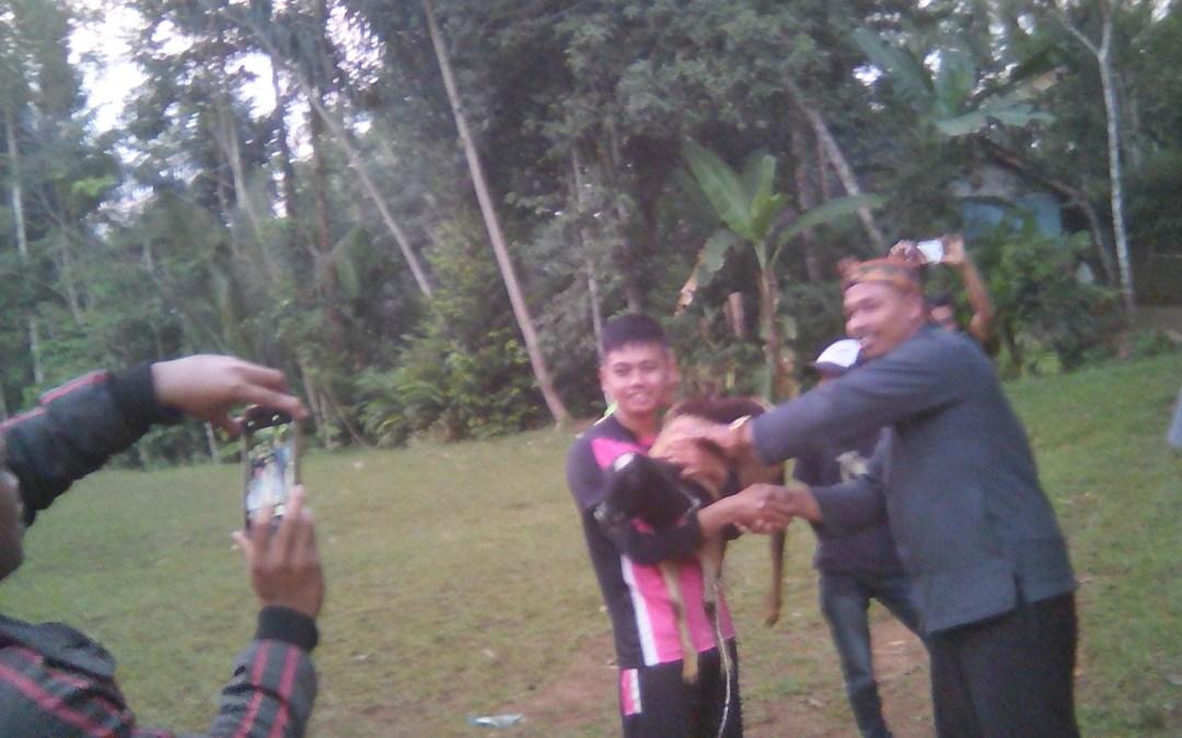 Penyerahan hadiah Sepak Bola Antar RT Sedusun Karangcingkrang