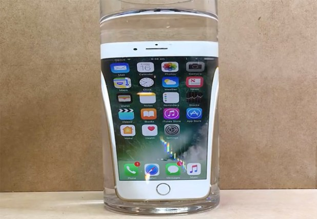 iPhone 7 e acqua