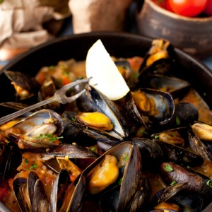 Mussels in White Wine Sauce with Onions and Tomatoes - The appetizer that should be in every cook's repertoire!