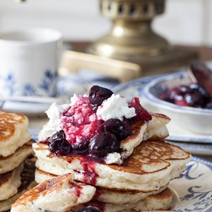 "Russian Monday on Saturday: ""Oladushky"" - Honey Yeast Blini (Pancakes, Blintzes)"