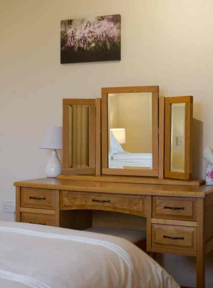 Wooden dressing table with mirror at Unigar Cottages