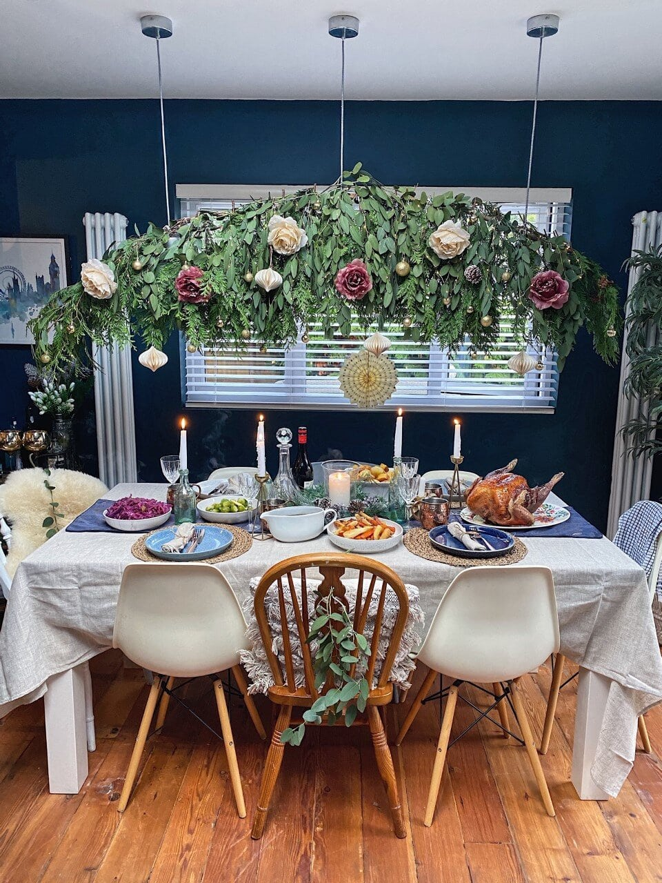 How to Create a Hanging Christmas Table Decoration