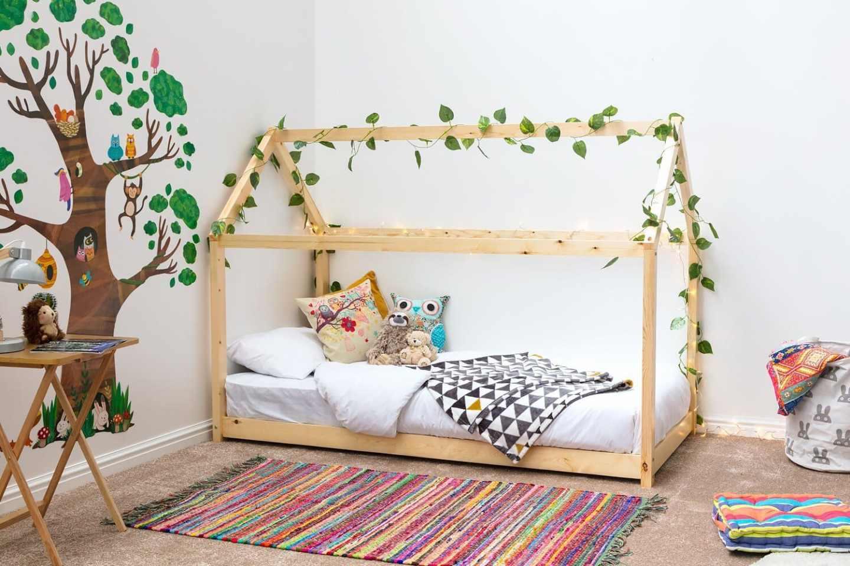 boys, bedroom, boys bedroom, boys decor, bedroom ideas, bedroom decor, jungle, jungle theme, jungle themed room, green, mustard, curtains, furniture, bedroom furniture, wallpaper
