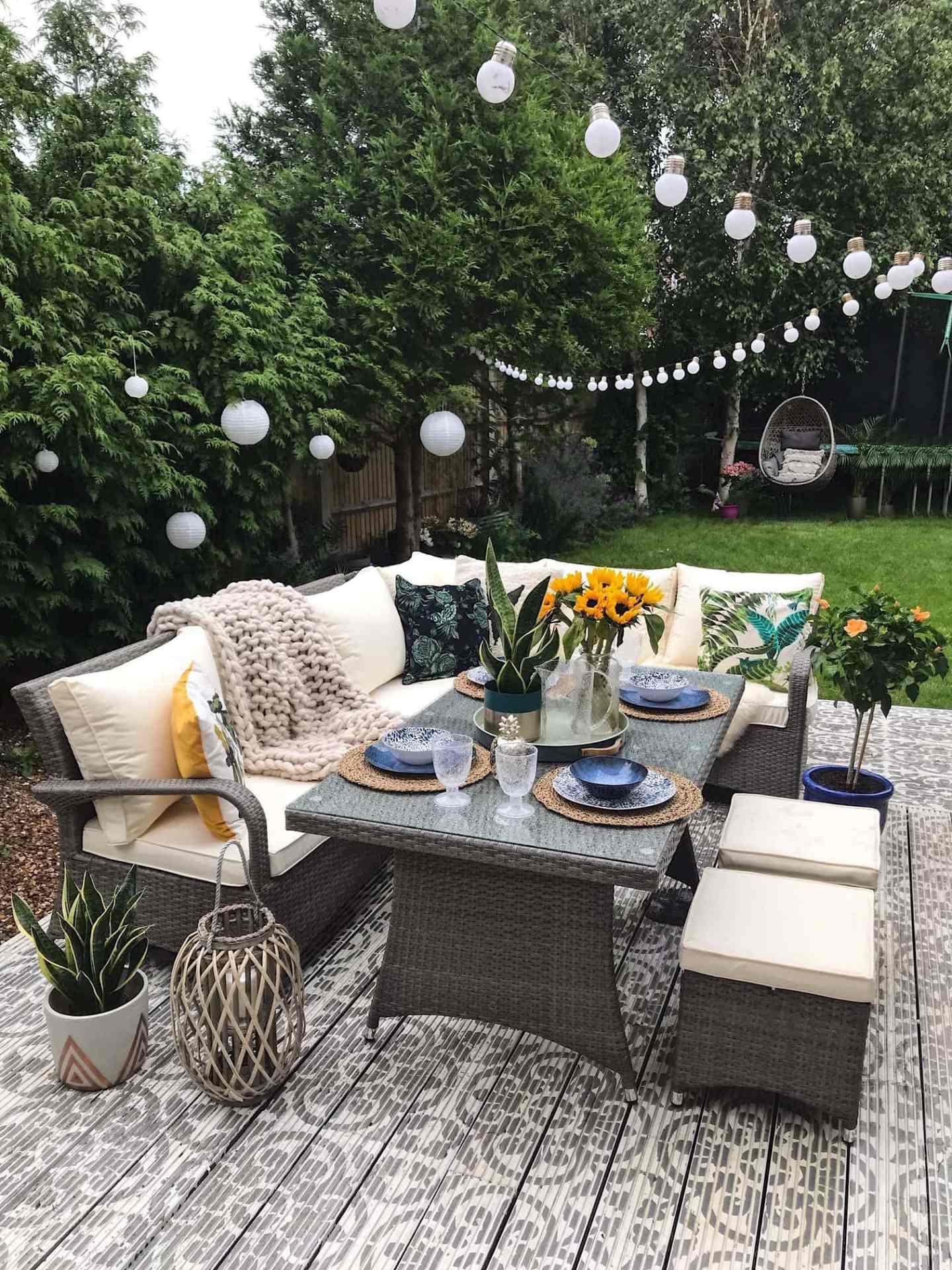 Stencilled decking, decking, garden, garden furniture, festoon lights, rattan furniture