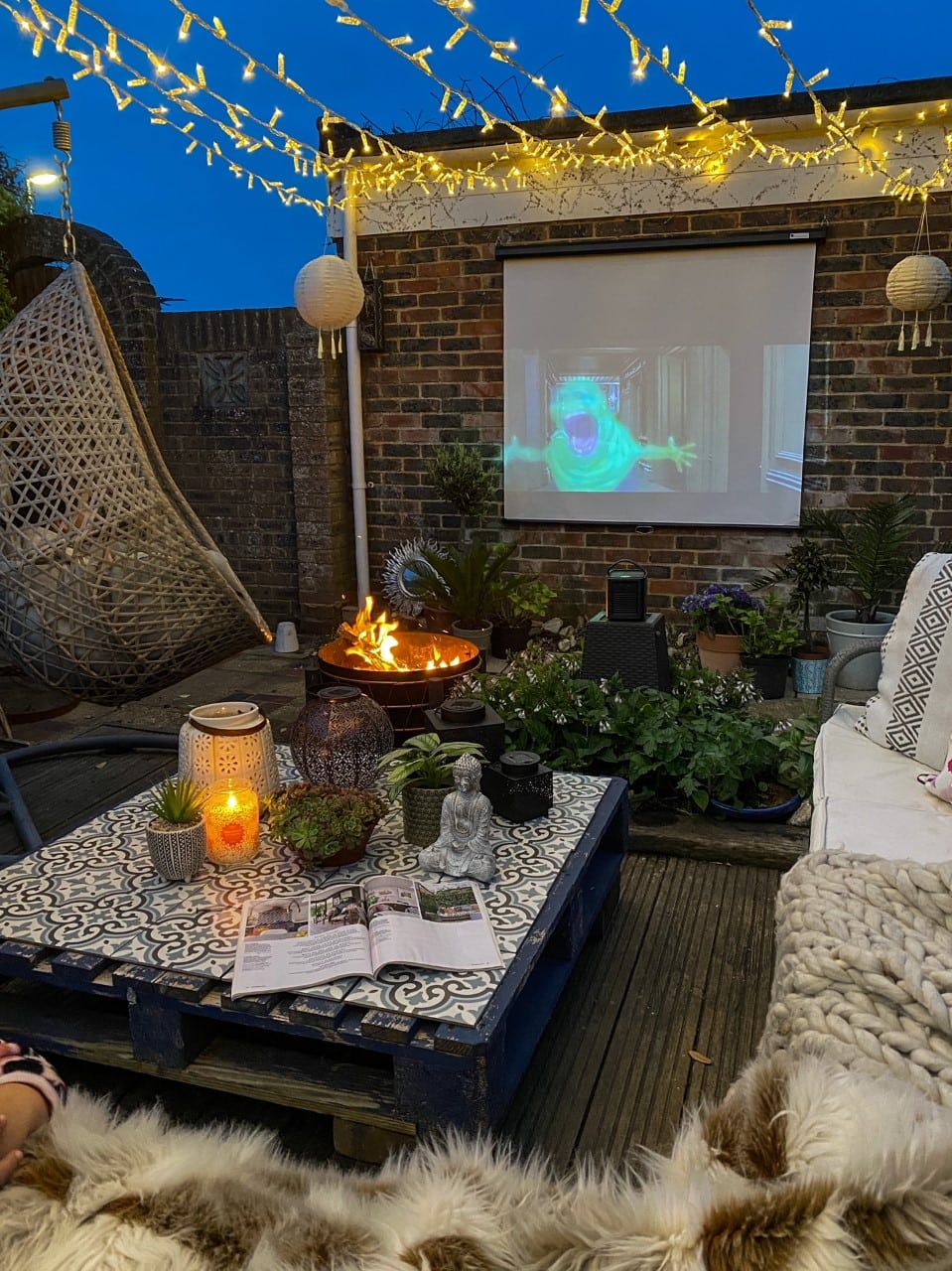 How to Set Up an Outdoor Cinema