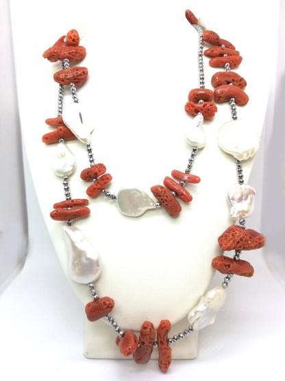 Collana in corallo perle di acqua dolce ematite e argento Della Rovere Gioielli