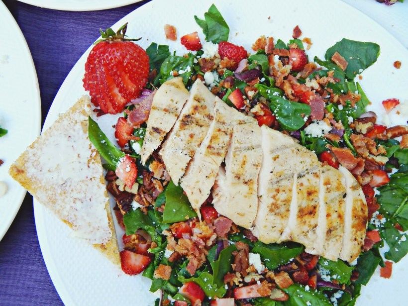 Here's a recipe for a delicious Strawberry Chicken Salad #FosterFarmsFresh AD