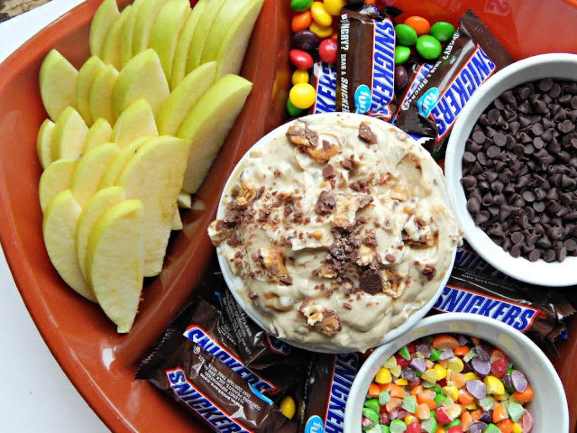 Recipe for Snickers® Blitz Dip #GameDayMVP AD