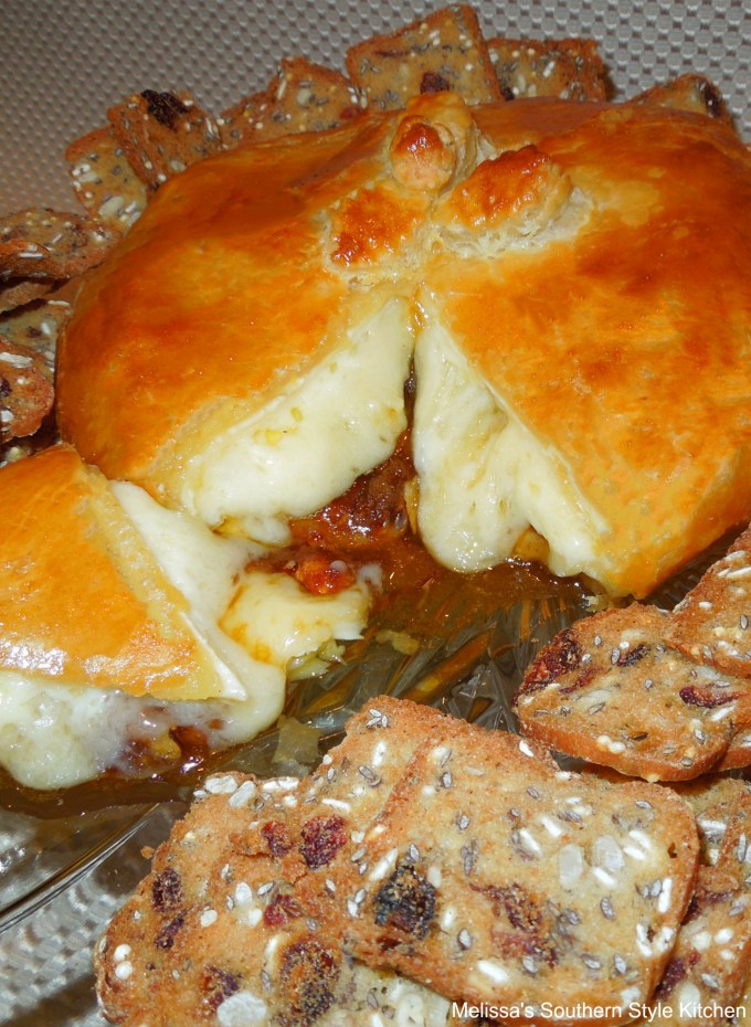 baked brie cheese in puff pastry