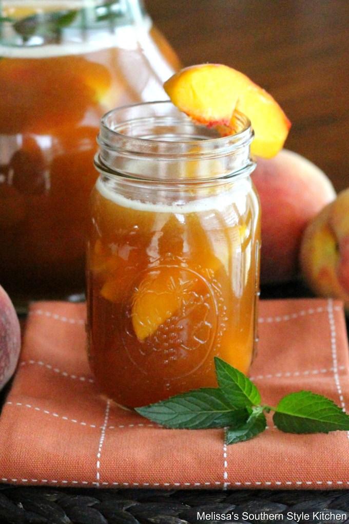 Peach Iced Tea in a mason jar with a peach slice