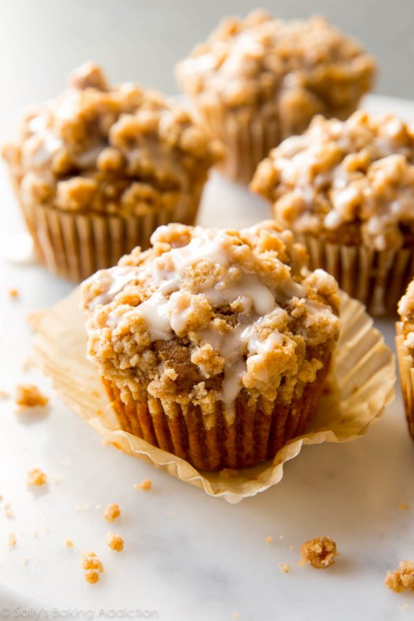 pumpkin-crumb-cake-muffins