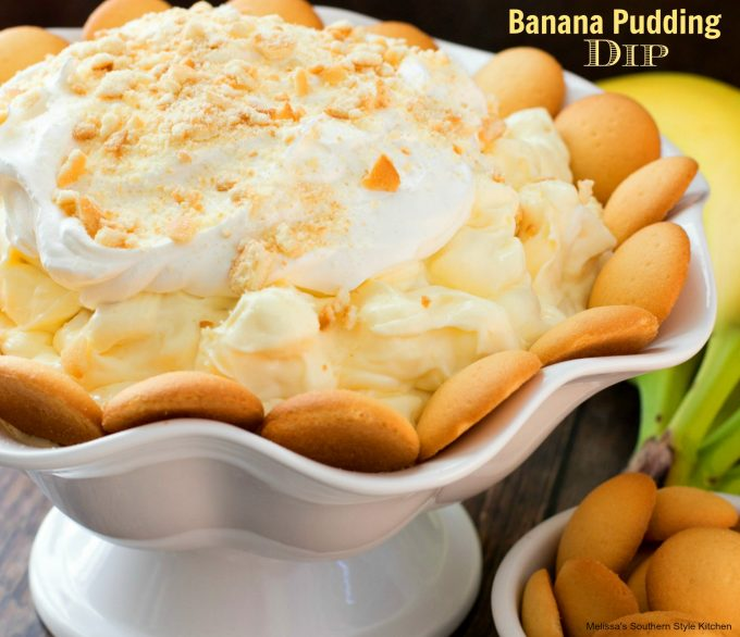 Banana Pudding Dip in a bowl with vanilla wafers