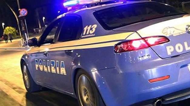 Napoli. Donna sperona auto della Polizia: denunciata