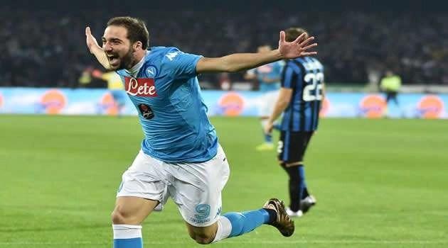 Napoli vs Inter - Higuain esulta dopo il gol
