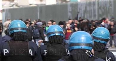 Napoli - polizia e incidenti visita Salvini