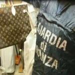 Napoli: Guardia di Finanza sequestra 13800 capi contraffatti