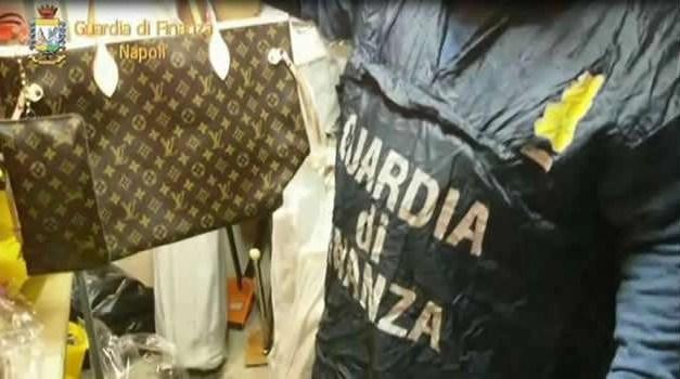 Coronavirus, Napoli: sequestrate 2600 mascherine per bambini
