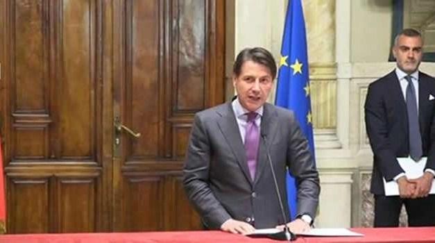 """Coronavirus, Conte vs De Luca, il premier: """"Chiudere così di blocco le scuole non è la soluzione migliore"""""""