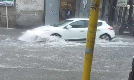 Continua l'allerta meteo. Temporali e allagamenti tra Napoli e provincia