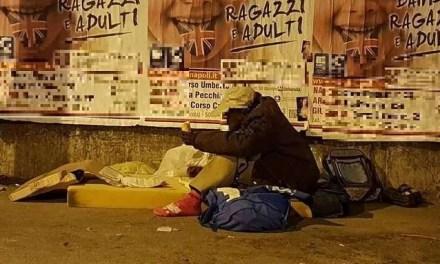"""Melito. Migrante """"sfrattato"""" dal ponte di via Roma: lui non demorde e ci ritorna"""