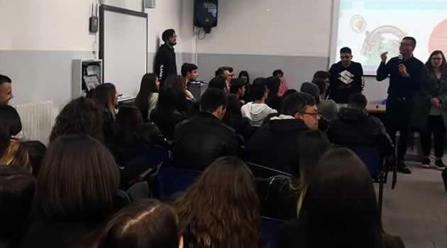 Melito - Liceo Kant incontro con Don Luigi Merola