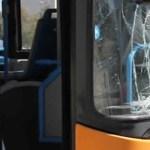 Scampia, bus Anm preso a sassate