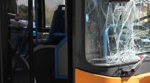 Scampia bus preso a sassate vetri infranti