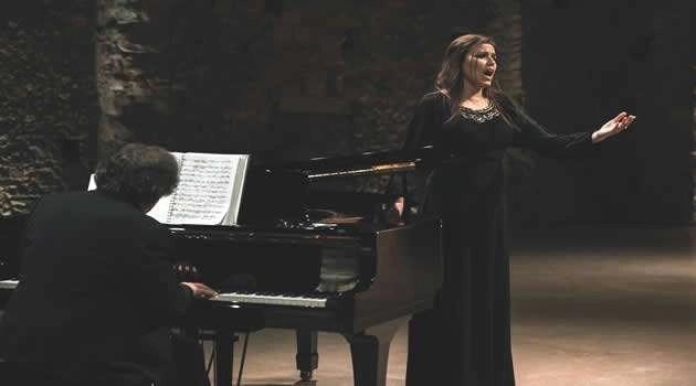 Cristina Ribeiro - A Elegância De Lisboa