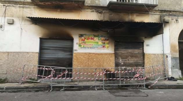 Sant'Antimo, incendio in via Crucis