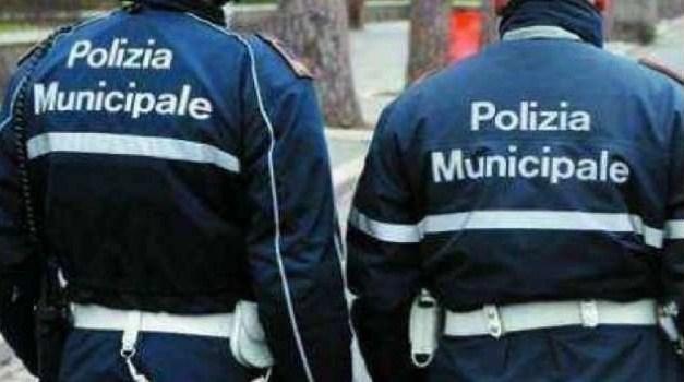 Napoli, materiale pericoloso a scuola: sequestrato dalla Polizia Municipale