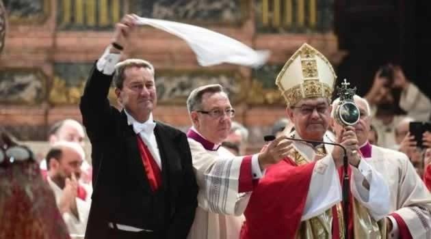 San Gennaro rinnova il miracolo, il sangue si liquefa poco dopo le ore 10