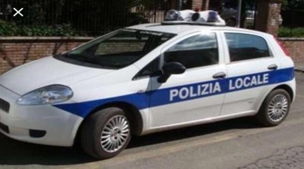 Intervento della polizia locale durante lavori di manutenzione