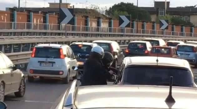 Asse Mediano, rapinatori derubano automobilisti bloccati nel traffico