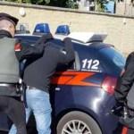 Tentano la fuga dopo una rapina. Arrestati due uomini