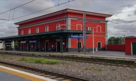 Uomo derubato e pestato fuori la stazione ferroviaria. I cittadini di Sant'Antimo vogliono più controlli