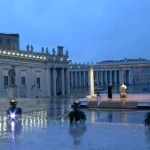 Benedizione Urbi et Orbi. La solitudine del papa in un'immensa piazza vuota