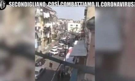 Pochi controlli nella periferia di Napoli: gente ancora in strada