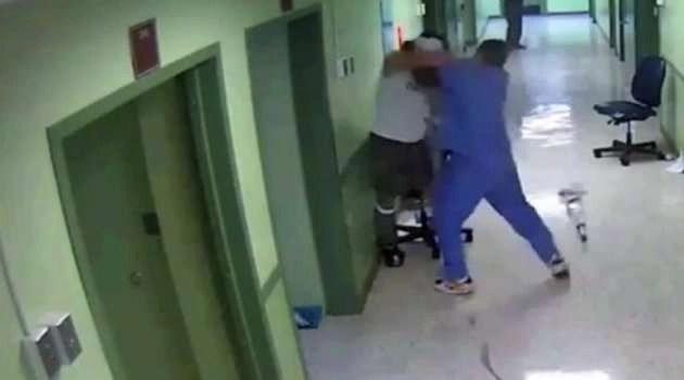 Napoli, aggredisce un infermiere a causa dell'attesa: denunciato