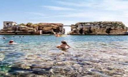 La spiaggia della Gaiola a Napoli riapre al pubblico